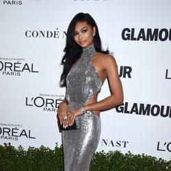 Chanel Iman con un look metalizado en los Premios Mujer del Año de la revista Glamour en Nueva York