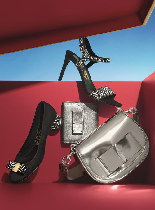 Calzado de color negro y plateado de Salvatore Ferragamo para Navidad 2016