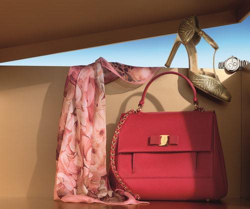 Bolso en color sandía de Salvatore Ferragamo para Navidad 2016