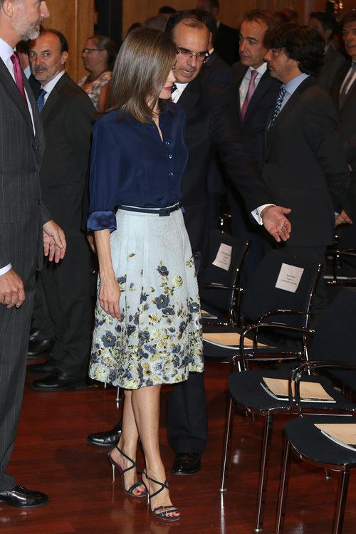 La Reina Letizia con un conjunto de Carolina Herrera en el centenario del nacimiento de Camilo José Cela