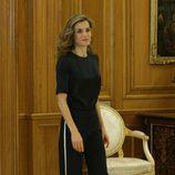 La Reina Letizia con un estilo sport en una audiencia de la Zarzuela