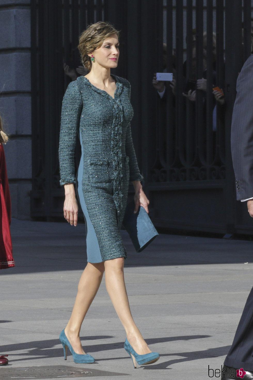 La Reina Letizia con un vestido de tweed verde en la Apertura de la XII Legislatura