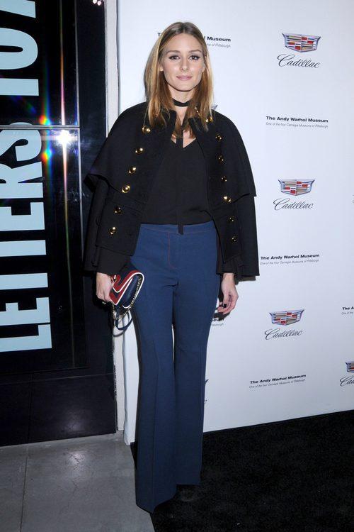 Olivia Palermo con un look navy en el Museo Andy Warhol en Nueva York