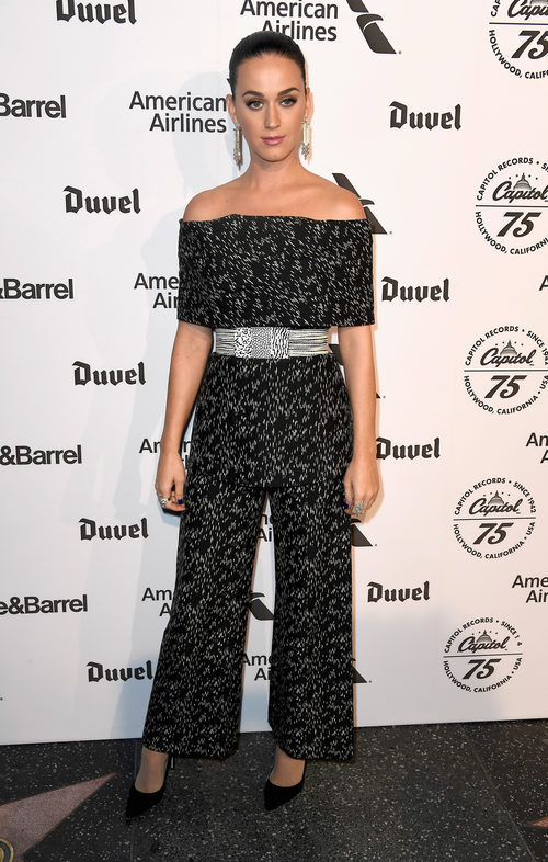 Katy Perry con un look monocromático en el 75 Aniversario del Capitol Record en Los Ángeles