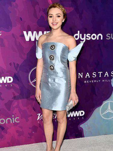 Peyton List con un vestido plateado en la gala Stylemaker Awards 2016