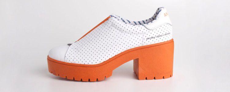 Zapatos de tacón ancho de la colección 'Work' de Andrea Crews y Victoria