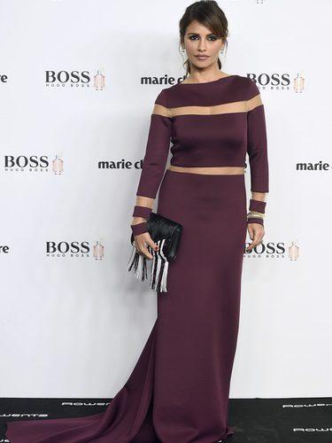 Mónica Cruz con un vestido color berenjena en los Premios Prix de la Moda 2016