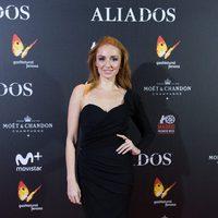 Cristina Castaño con un vestido asimétrico en la premiere de 'Aliados' en Madrid