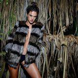 Alessandra Ambrosio con un abrigo de piel de Ale by Alessandra otoño/invierno 2016/2017