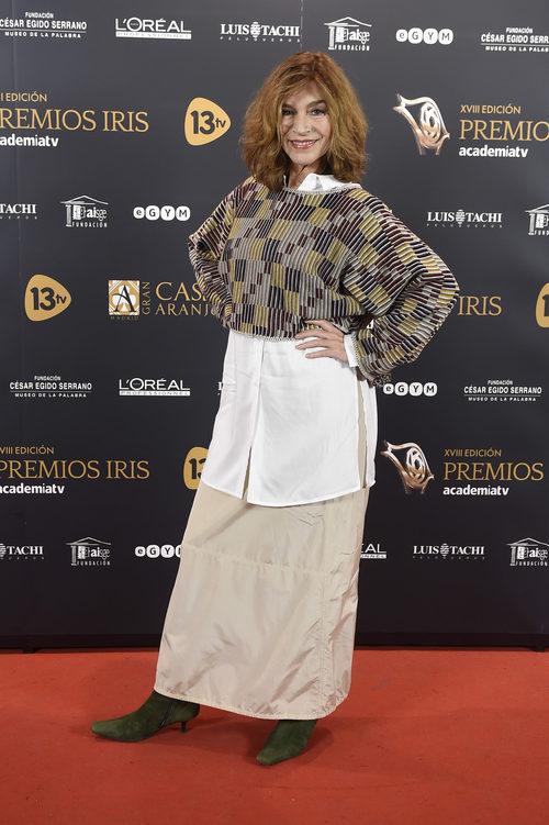 María Casal con una falda camel en los Premios Iris 2016