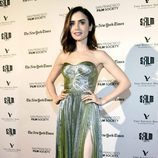 Lily Collins con un vestido brillante en la premiere de la serie 'Rules Don't Apply' en California