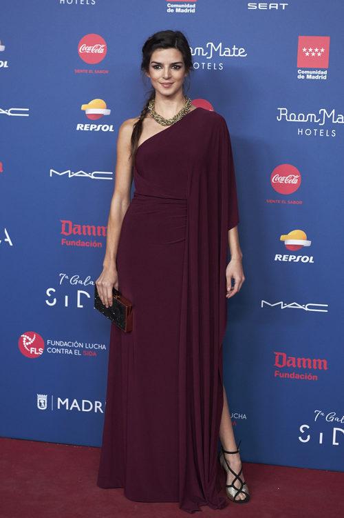 Clara Lago con un vestido de corte griego en la gala de la Fundación Lluita contra el Sida
