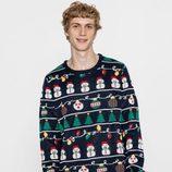 Jersey azul marino con estampado de Pull&Bear para Navidad 2016