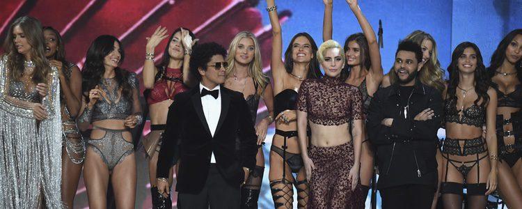 Lady Gaga, Bruno Mars y The Weekend con los ángeles del Victoria's Secret Fashion Show 2016