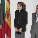 La Reina Letizia con un look militar en la Fundación Champalimaud en Portugal