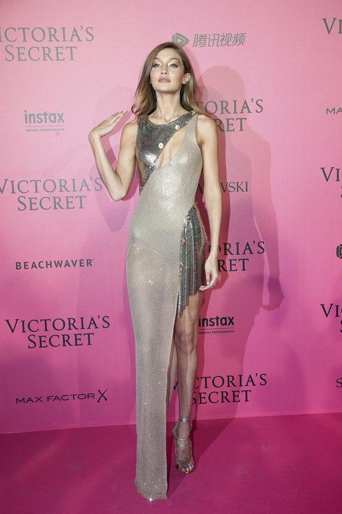 Gigi Hadid con un vestido joya en el photocall del Victoria's Secret Fashion Show 2016