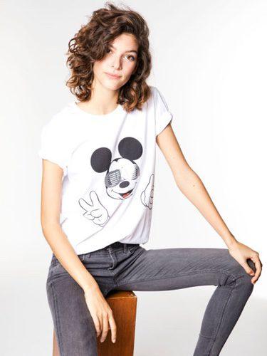Marta Ortiz con la camiseta solidaria de Mickey Mouse de Alvarno