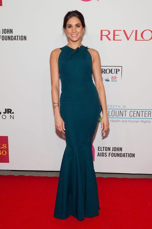 Meghan Markle con un vestido ceñido en un acto de Elton John AIDS Foundation en Nueva York en 2014