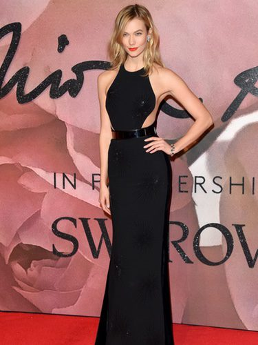 Karlie Kloss con un vestido brilly en los British Fashion Awards 2016