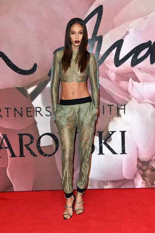 Joan Smalls con dos piezas de color verde en los British Fashion Awards 2016