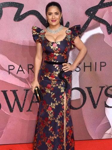 Salma Hayek con un vestido floral en los British Fashion Awards 2016