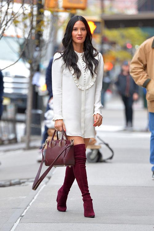 Olivia Munn con un look romántico en las calles de Nueva York