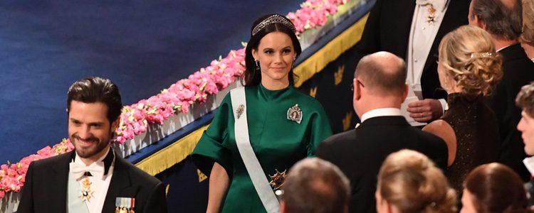 Sofia Hellqvist con una discreta diadema de diamantes en los Premios Nobel 2016