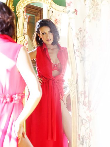 Noelia López con una bata larga de E-lakokette para Navidad 2016