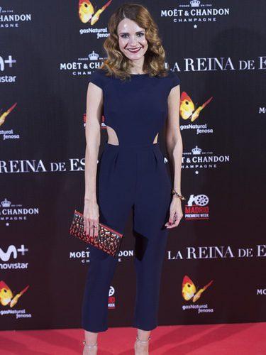 Elena Ballesteros con un look sencillo en el estreno de 'La Reina de España'
