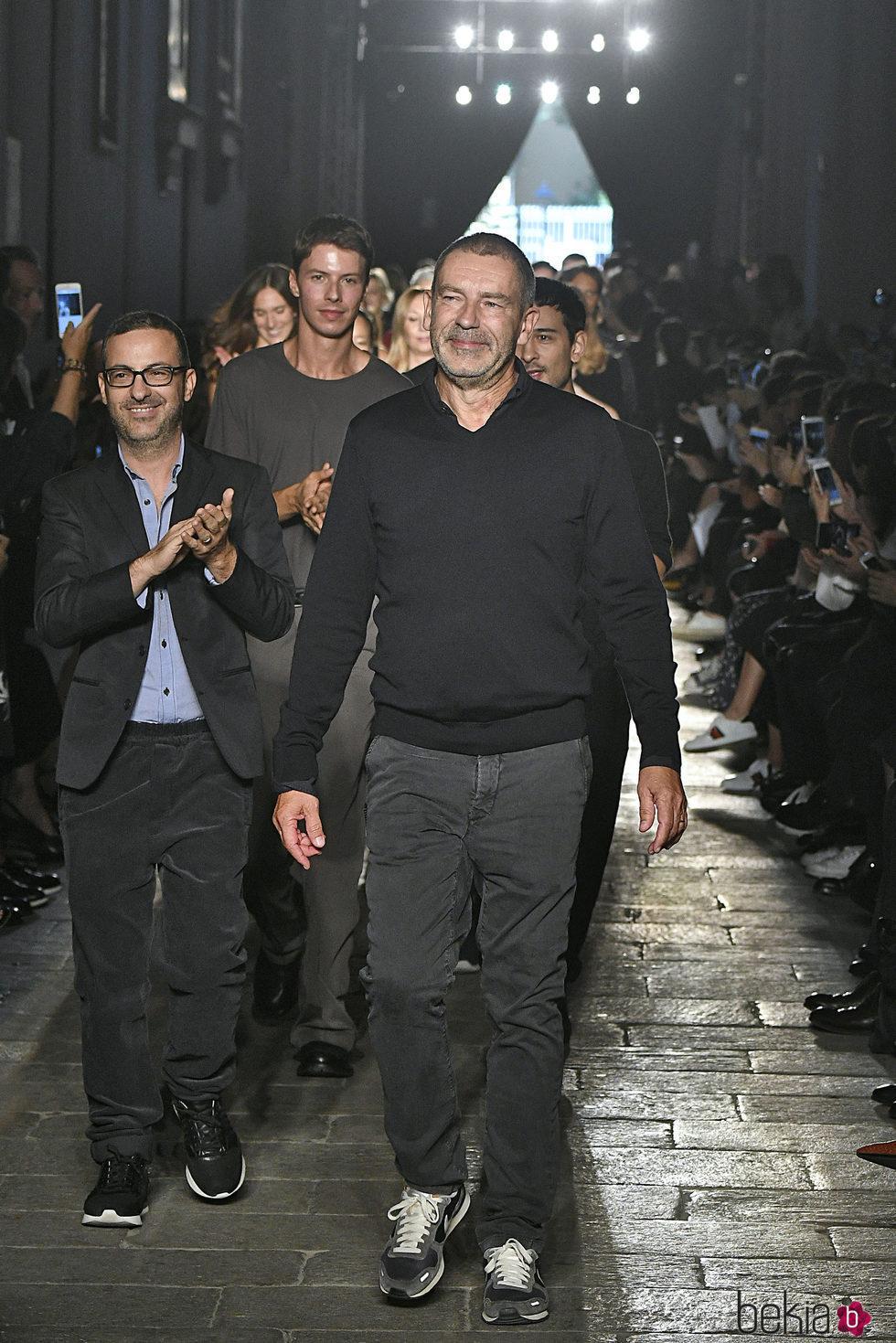 Tomas Maier en el desfile de Bottega Veneta de la Milán Fashion Week primavera/verano 2017