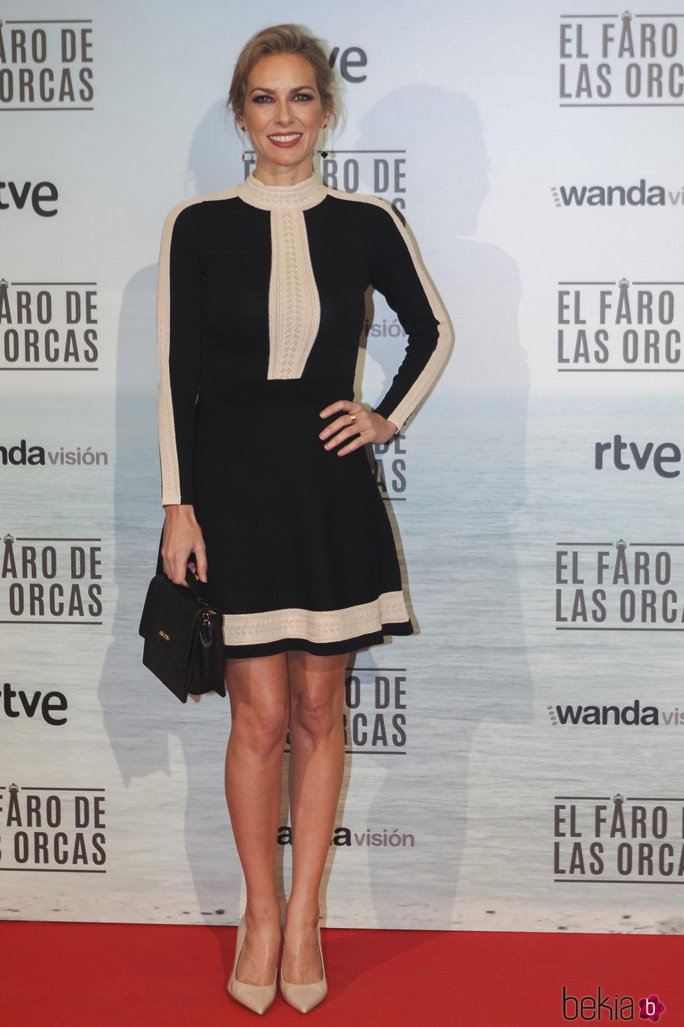 Kira Miró con un look bicolor en la premiere de la película 'El faro de las orcas'