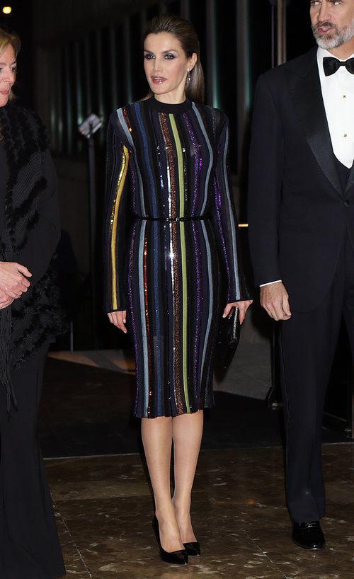 La Reina Letizia con un vestido de pailletes de Nina Ricci en los Premios de Periodismo Mariano de Cavia