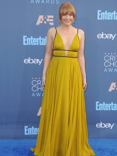 Bryce Dallas Howard con un vestido de Topshop en los Critics' Choice Awards 2016