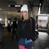 Cara Delevingne con un chándal multicolor en Los Ángeles