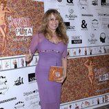 Miriam Díaz Aroca con un vestido malva en la presentación del libro de Mar Regueras en Madrid