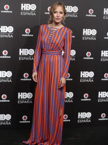 Marta Larralde con un vestido de estampado de rayas en la fiesta del lanzamiento de HBO España