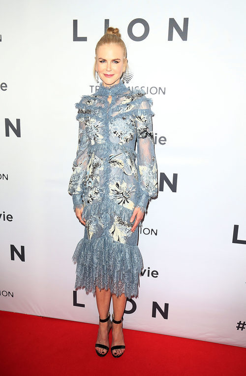 Nicole Kidman con un vestido azul en la premiere de 'Lion' en Australia