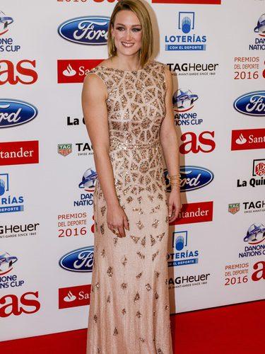 Mireia Belmonte con un vestido dorado en los premios 'As del deporte'