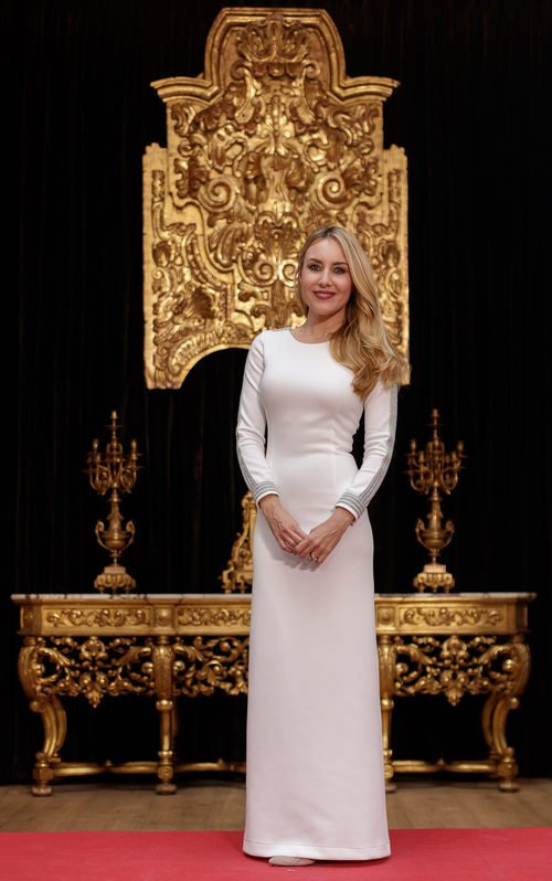 Berta Collado con un vestido blanco en la presentación de la programación 'TVE: Vive la Navidad'