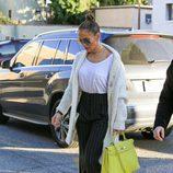 Jennifer Lopez con unos palazzo en las calles de California