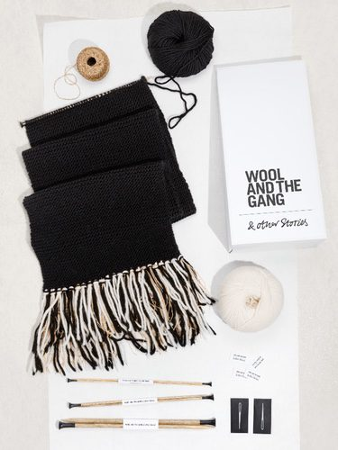 Kit de punto para bufandas de & Other Stories en colaboración con Wool and the Gang para invierno 2017