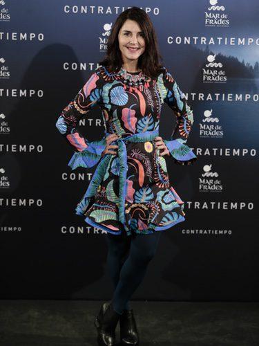 Ana Fernández con un vestido colorido en la premiere de la película 'Contratiempo'