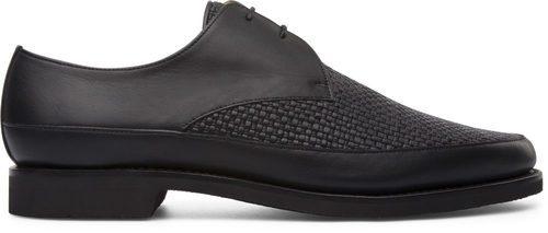 Zapatos negros de la colección masculina de Cartujano primavera/verano 2017