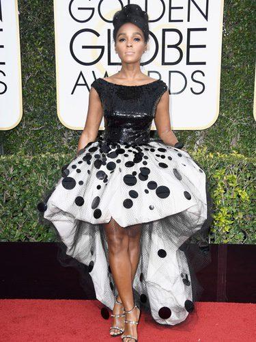 Janelle Monae con un look bicolor en los Globos de Oro 2017