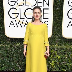 Natalie Portman con un look vintage en los Globos de Oro 2017