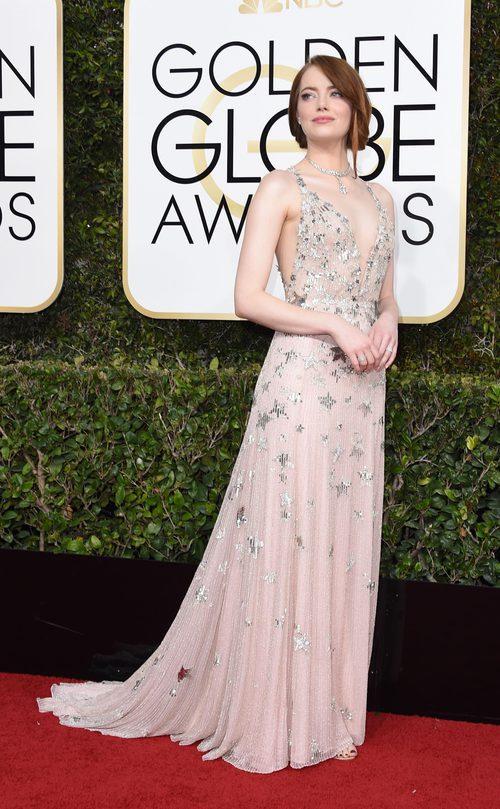 Emma Stone con un vestido brilly en los Globos de Oro 2017