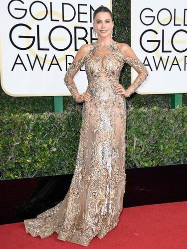 Sofía Vergara con un vestido dorado de Zuhair Murad en los Globos de Oro 2017