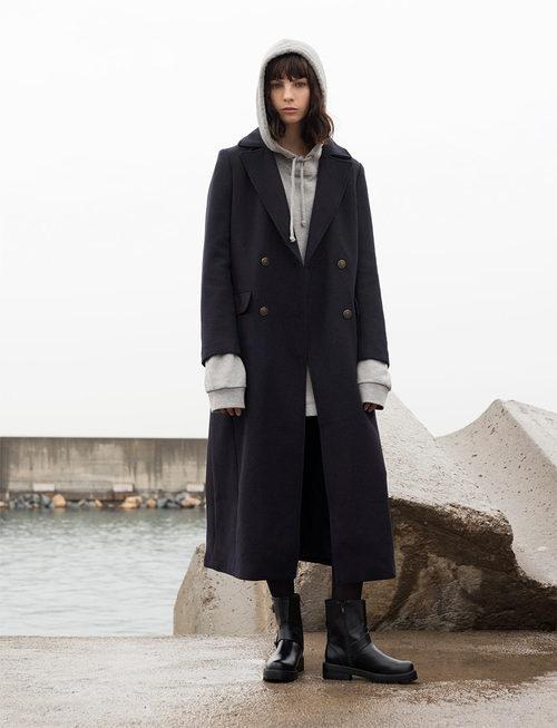 Abrigo de estilo navy de Pull&Bear invierno 2017