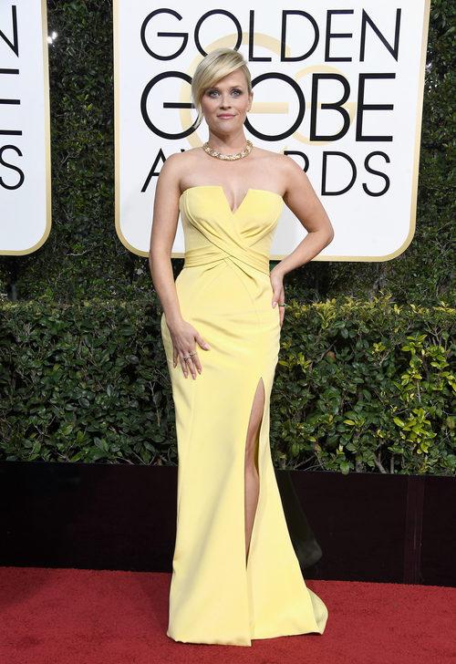 Reese Witherspoon con un vestido de Versace en los Globos de Oro 2017