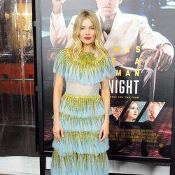 Sienna Miller con un vestido de Gucci en el estreno de la película 'Vivir de noche'